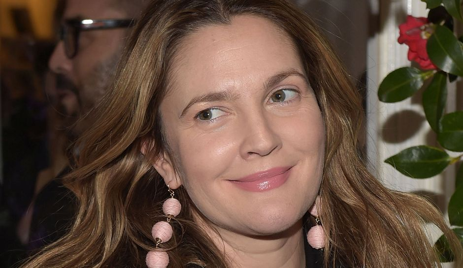 NEW YORK, NY - FEBRUARY 10: Actress Drew Barrymore attends the Club Monaco Presentation at Club Monaco Fifth Avenue on February 10, 2017 in New York City. (Photo by Jason Kempin/Getty Images)