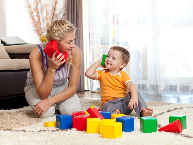 mom-and-child-playing